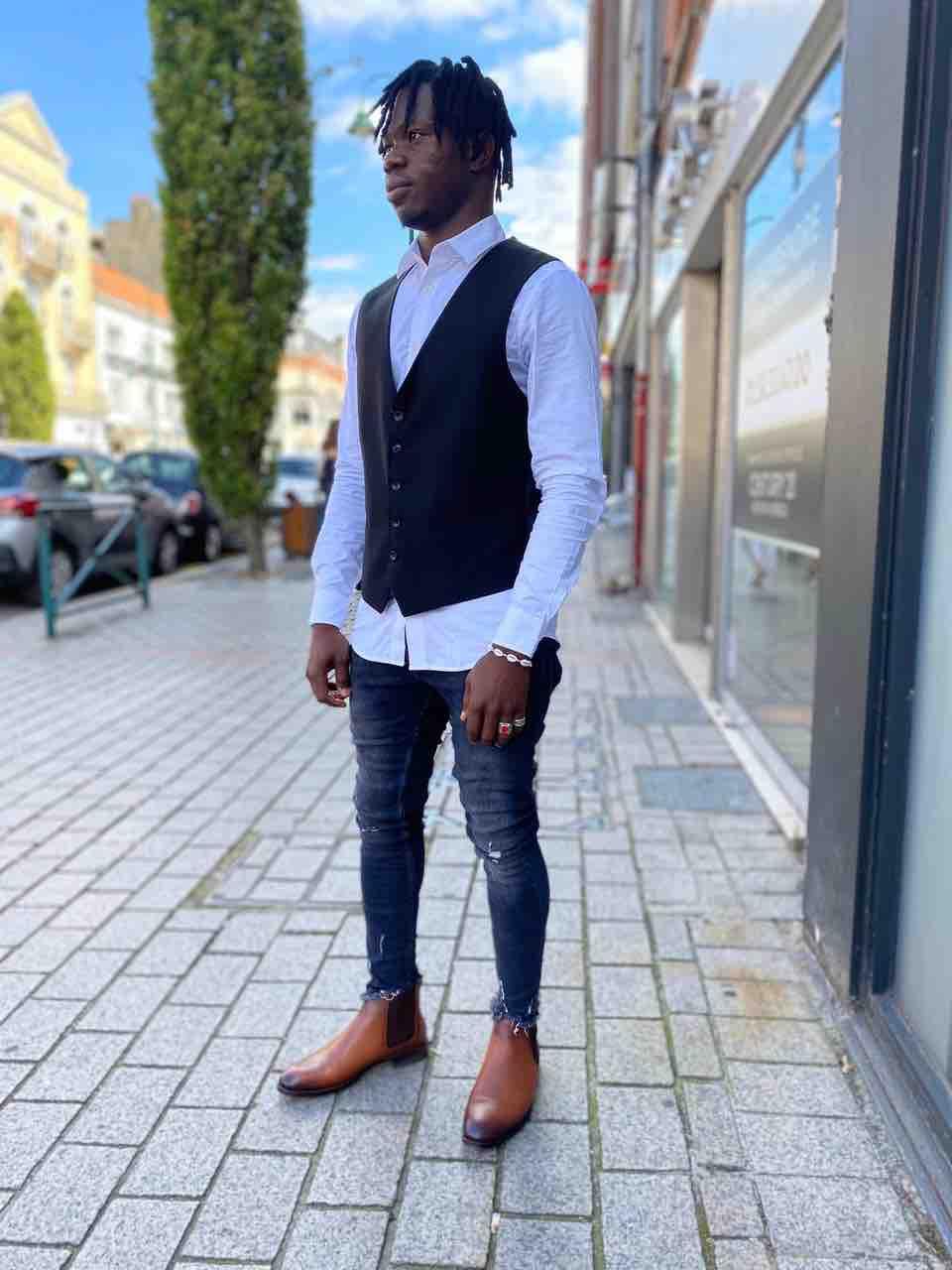 jean slim destroy, chemise blanche